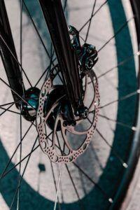 Quais as vantagens e desvantagens do freio para bicicleta?