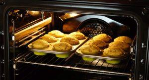 Preparando alimentos no forno elétrico