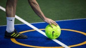 Saída com bola de futsal